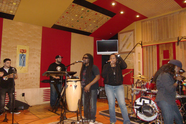 Jahfe Showcase at Circle House Studio