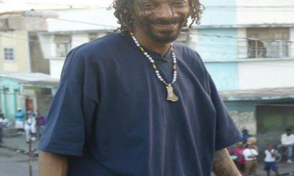 Snoop Doog In Jamaica Still