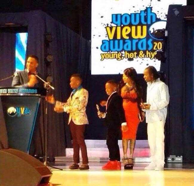 Vybz Kartel family picks up his awards Y V A 2015
