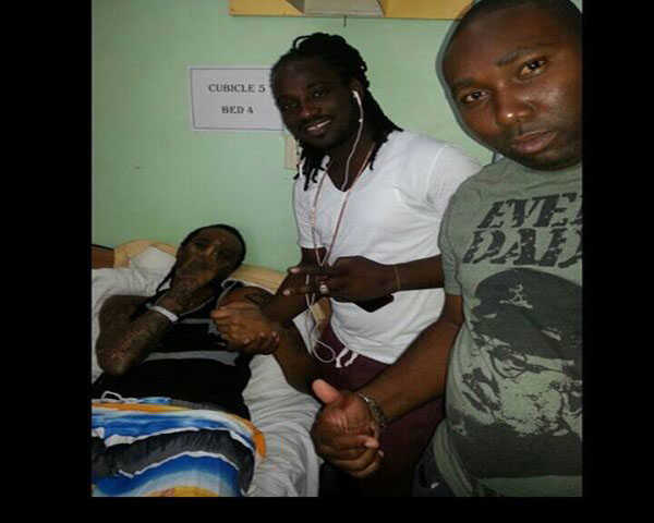 <strong>NIKKI Z INTERVIEWS TOMMY LEE SPARTA @ THE HOSPITAL FOR CAR ACCIDENT</strong>